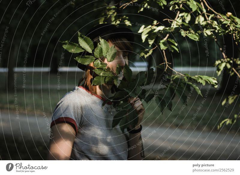 Hidden Daydreaming - [LS140] Frau Natur Jugendliche Junge Frau Sommer Baum Blatt 18-30 Jahre Lifestyle Erwachsene Leben Herbst Traurigkeit feminin Angst Park