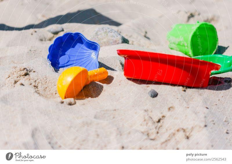 Buntes Sandspielzeug am Strand Ferien & Urlaub & Reisen Tourismus Ausflug Abenteuer Sommer Sommerurlaub Sonne Sonnenbad Frühling Herbst Klimawandel
