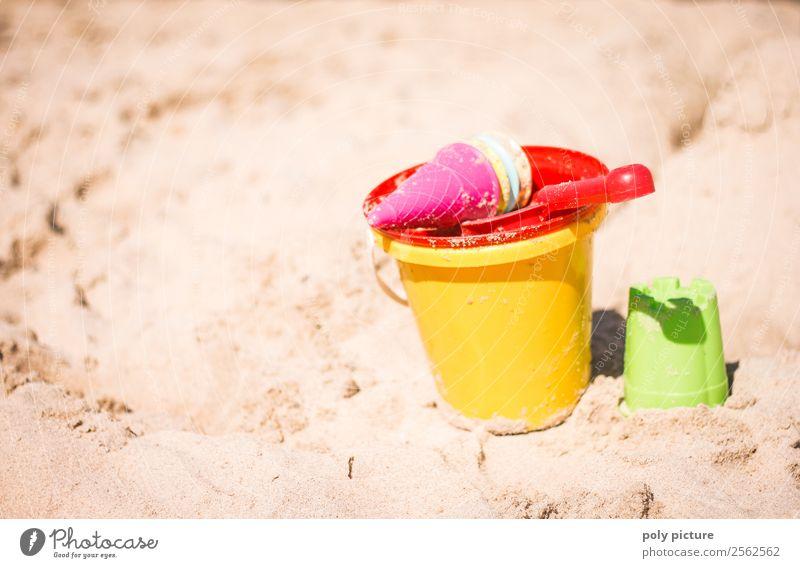 Sandspielzeug am Strand Wellness Freizeit & Hobby Spielen Ferien & Urlaub & Reisen Tourismus Ausflug Ferne Freiheit Sommer Sommerurlaub Sonne Sonnenbad Meer