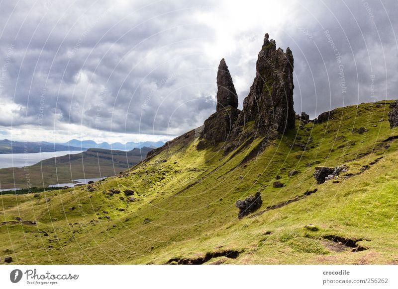 old man of storr II Umwelt Natur Landschaft Urelemente schlechtes Wetter Regen Wiese Hügel Felsen Berge u. Gebirge Küste Meer Atlantik Insel Isle of Skye