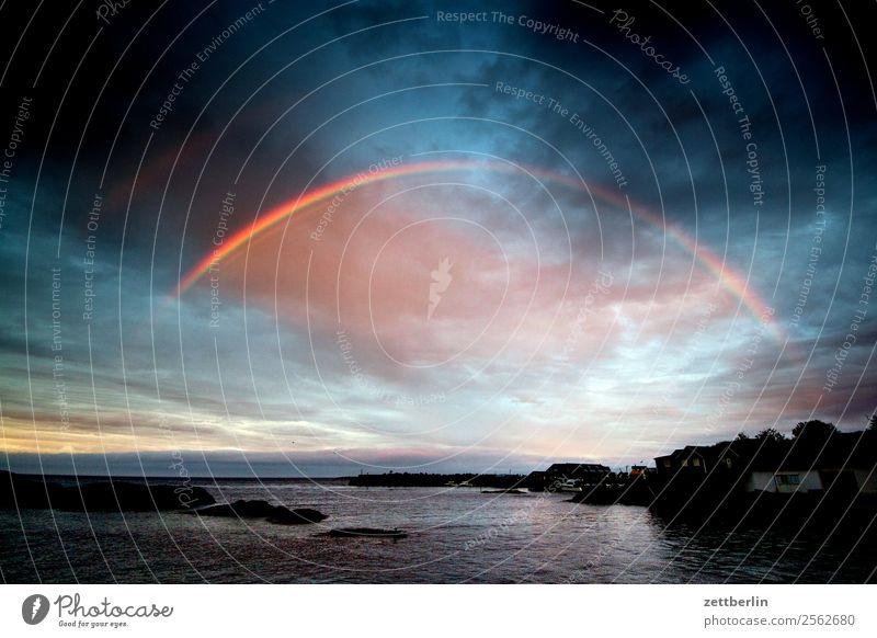 Rågænbøgen Regen Regenwasser Regenbogen Wetter Licht Sonne Dämmerung Abend Polarmeer Fjord Himmel Himmel (Jenseits) Horizont Insel Landschaft Lofoten maritim