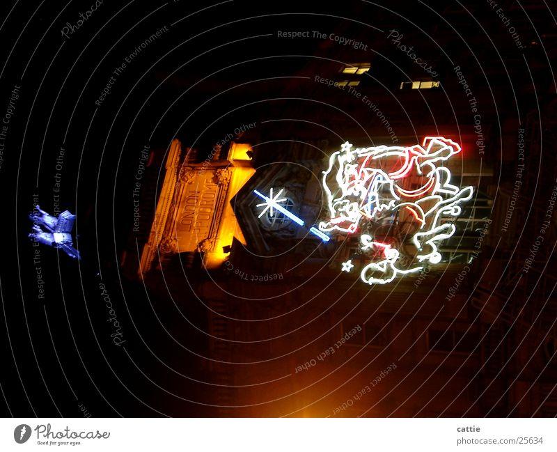 Discofever Elektrizität elektrisch Tanzen Tanzlokal Club Nacht dunkel Leuchtreklame Neonlicht Leuchtstoffröhre Nachtaufnahme London zappeln Licht Glühbirne