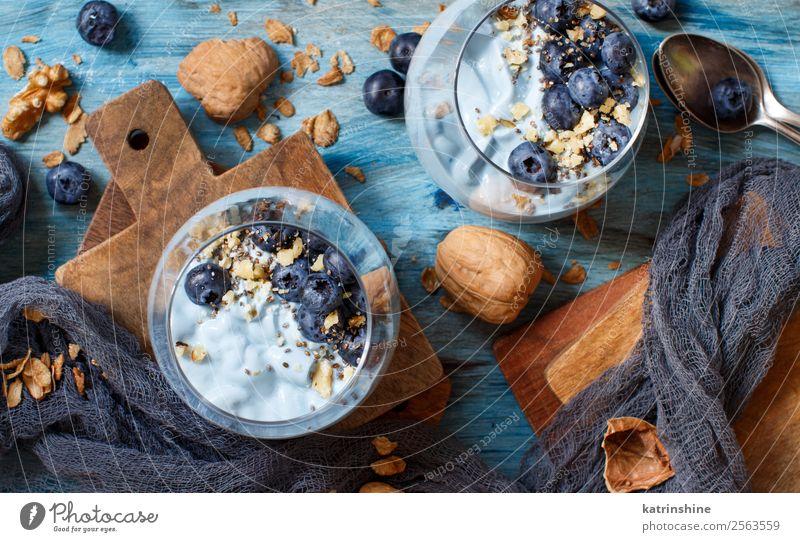 Frisella, typisches süditalienisches Brot Joghurt Frucht Dessert Ernährung Frühstück Vegetarische Ernährung Diät Löffel Sommer frisch hell weiß Farbe Beeren
