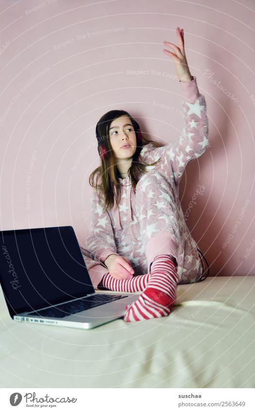 hauptsache verkabelt .. Kind Junge Frau Mädchen Gefühle rosa 13-18 Jahre modern Internet Notebook Kopfhörer Vernetzung Bildschirm verdrahtet Tauschen Pubertät