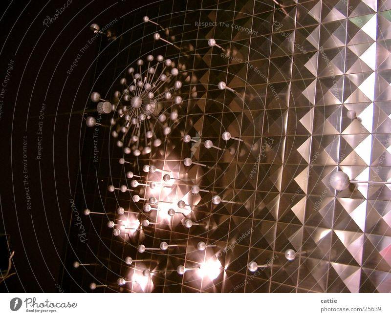 from outer space Lampe Beleuchtung Metall glänzend modern fantastisch Köln obskur skurril außerirdisch Nachtaufnahme Lichtobjekt