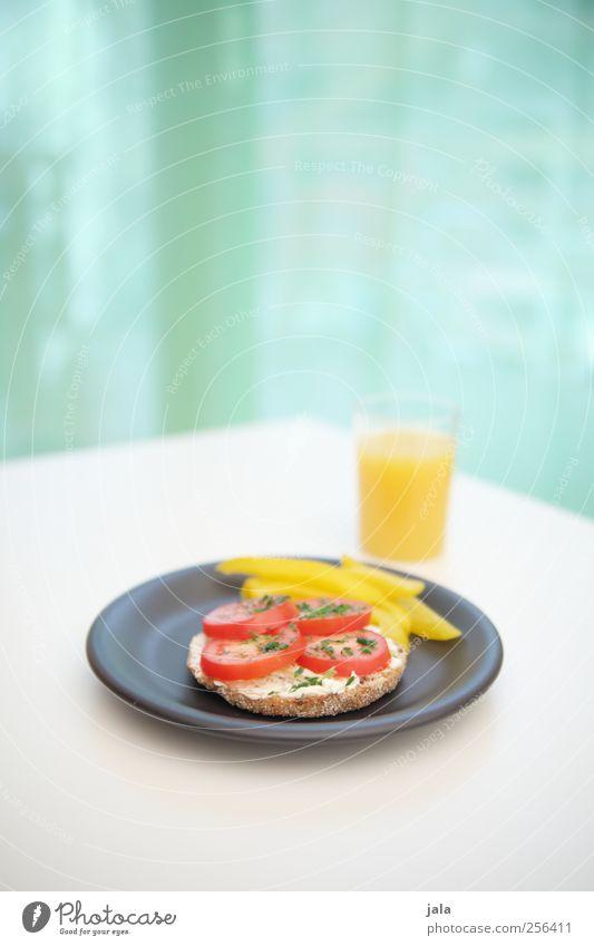 . Lebensmittel Gemüse Brötchen Paprika Paprikastreifen Ernährung Frühstück Bioprodukte Vegetarische Ernährung Getränk Saft Orangensaft Geschirr Teller Glas