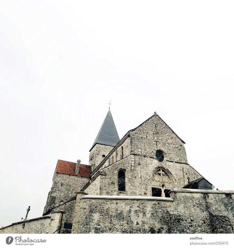 Weihnachtsmesse sacy Champagne Frankreich Dorf Altstadt Menschenleer Kirche Bauwerk Mauer Wand Religion & Glaube Romanik historisch steinkirche Kreuz