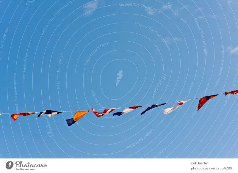 Bunte Fähnchen Himmel Himmel (Jenseits) Fahne Schmuck Dekoration & Verzierung mehrfarbig Nationalitäten u. Ethnien international Zusammensein Zusammenhalt
