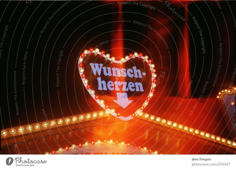 herzspezialist Liebe Ernährung Herz Schriftzeichen leuchten einzigartig Wunsch Kitsch Werbung analog Süßwaren Jahrmarkt Glühbirne Backwaren Teigwaren Souvenir