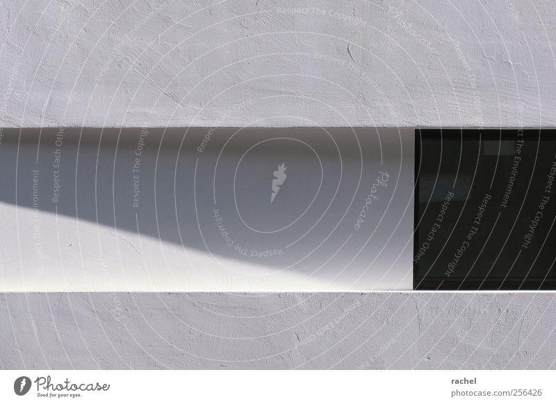 Klare Kante Gebäude Architektur Mauer Wand Fassade Fenster eckig Sauberkeit grau schwarz weiß Putz Strukturen & Formen Oberflächenstruktur Furche gerade