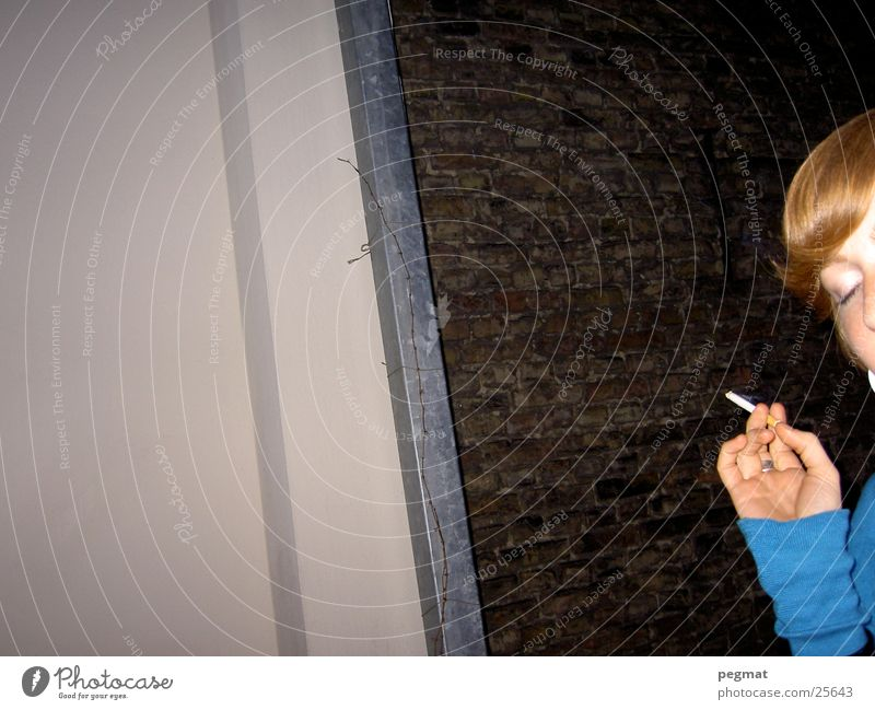 Janas Hand Frau Rauch Zigarette
