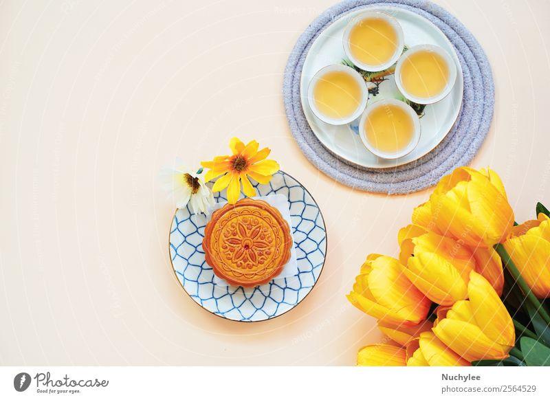 Flachgelegter chinesischer Mondkuchen mit heißem Tee Dessert Design Glück schön Dekoration & Verzierung Feste & Feiern Kunst Kultur Pflanze Blume Tulpe Blatt