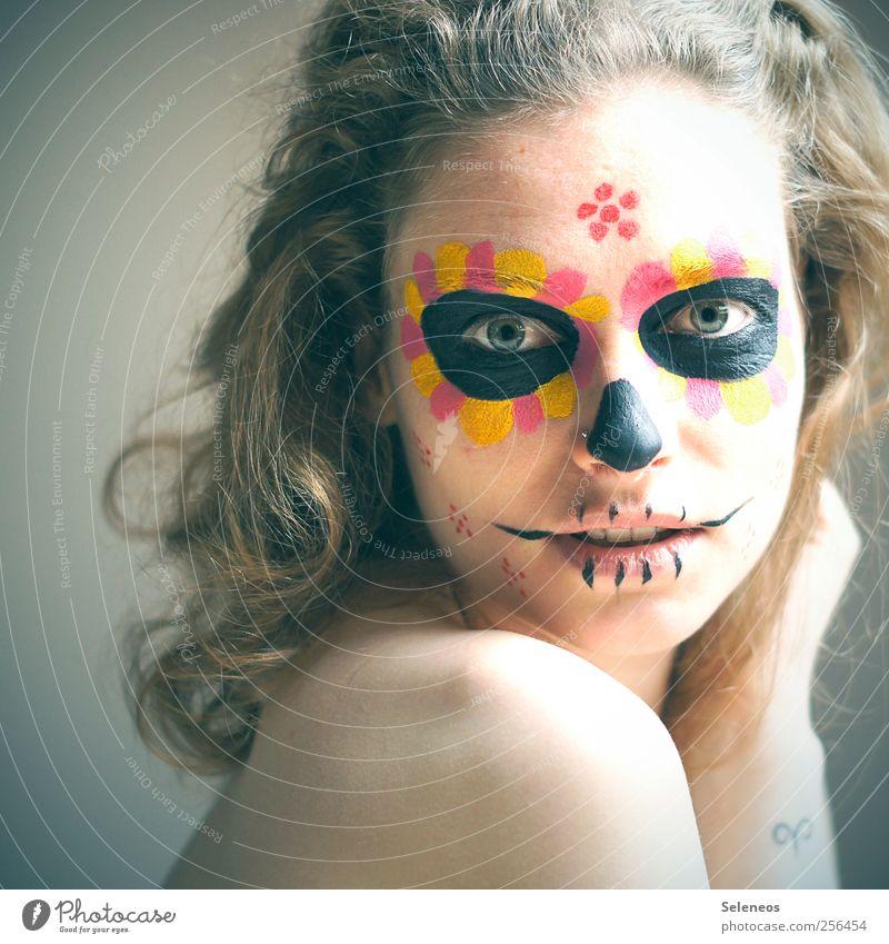 dios de los muertos Mensch Jugendliche Blume Gesicht Auge feminin Haare & Frisuren Kopf Feste & Feiern Junge Frau blond Rücken Arme Mund Haut Nase