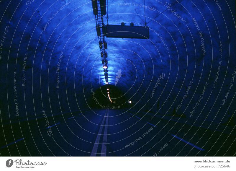 Längster Tunnel Europas Straße Verkehr Licht stoppen Unendlichkeit Norwegen Skandinavien Warnleuchte