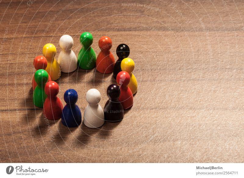Multikulti Konzept mit Kreis aus Freunden Mensch Menschengruppe Holz Freundschaft Gesellschaft (Soziologie) Zusammenhalt Integration Spielfigur Zusammensein