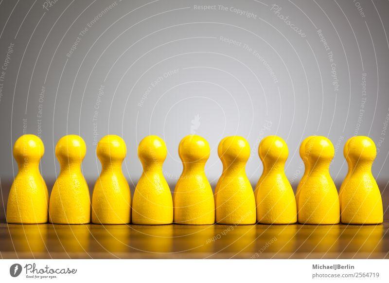 Konzeptbild Uniformität, Einheitlich, Gemeinsam Menschengruppe gelb gleich Teamwork Symbole & Metaphern einheitlich Identität Zusammensein