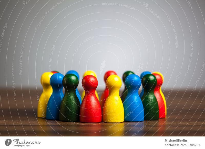 Gruppe diverser Spielfiguren gelb Menschengruppe Zusammensein Freundschaft Kreis Symbole & Metaphern Team Zusammenhalt Teamwork Verschiedenheit Vielfältig