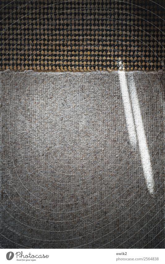 Randerscheinung Teppich Teppichmuster Kunststoff leuchten außergewöhnlich dunkel einfach klein unten Lichteinfall Teppichkante Am Rand rau unklar Farbfoto