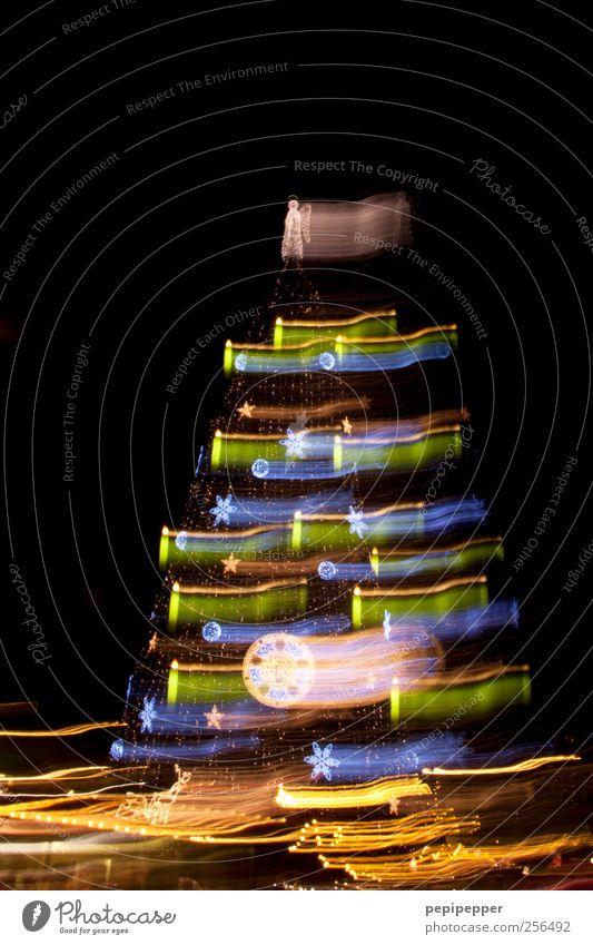 XXL-Baum II Weihnachten & Advent glänzend hoch leuchten Kitsch Zeichen Sehenswürdigkeit Ornament Kunstwerk Altstadt Krimskrams