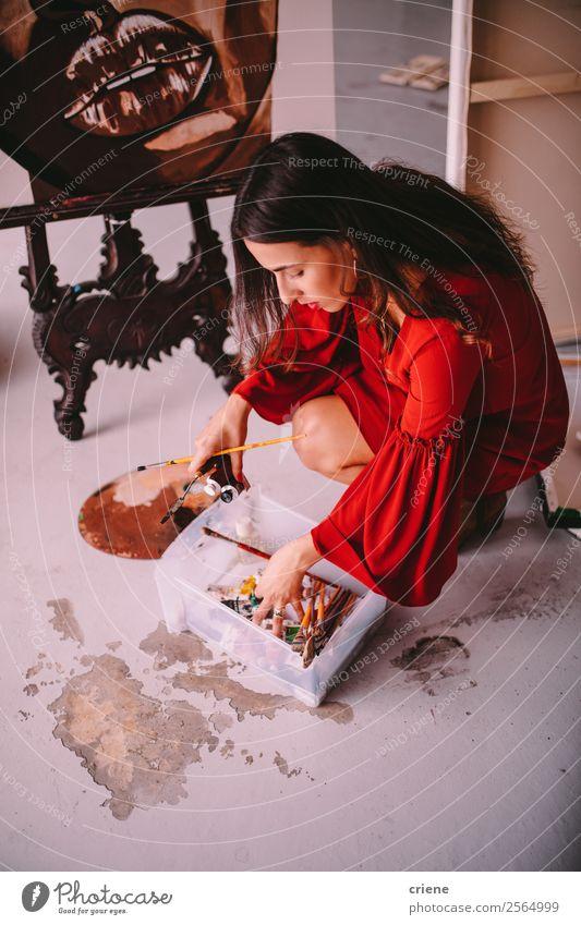 Künstlerin Malerin auf Leinwand im Atelier Design Freude Glück schön Freizeit & Hobby Mensch Frau Erwachsene Kunst Liebe zeichnen Leidenschaft Inspiration