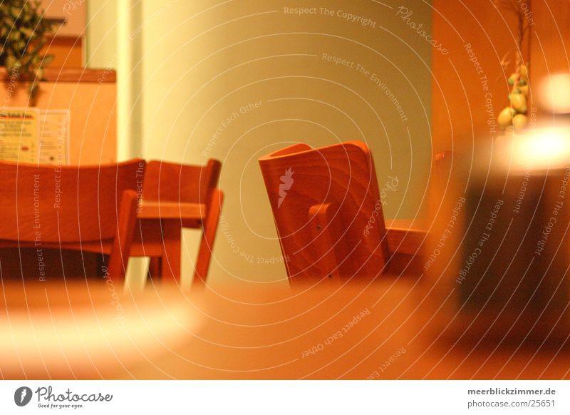 Stühle rücken Gastronomie Stuhl Tisch Unschärfe leer Häusliches Leben Kneipe Zuckerdose