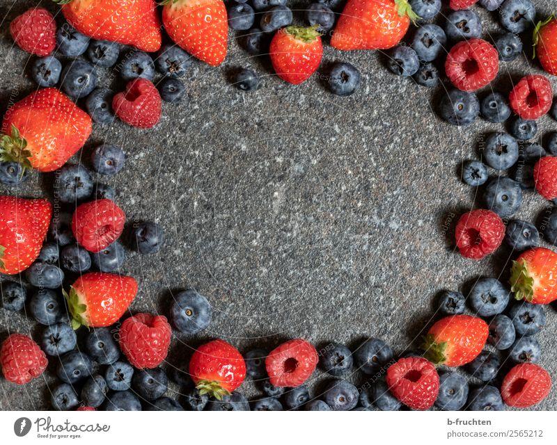 Fruchtiger Rahmen Lebensmittel Bioprodukte Vegetarische Ernährung Gesunde Ernährung frisch Gesundheit genießen fruchtig lecker Süßwaren Himbeeren Erdbeeren