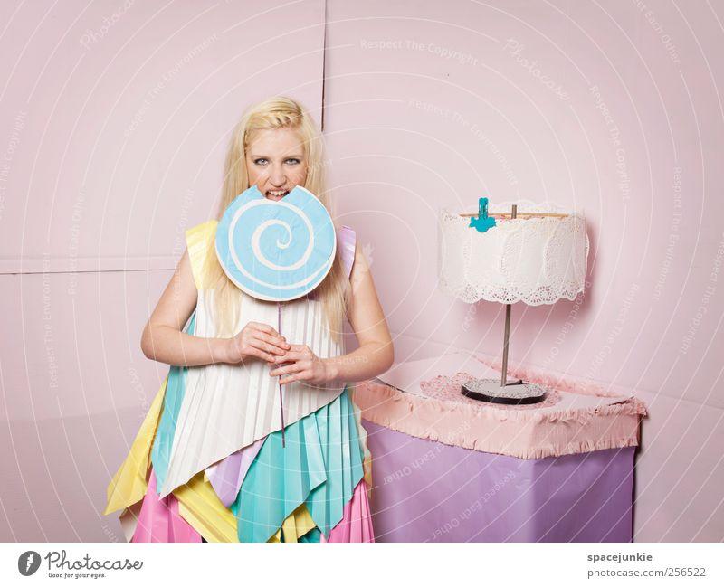 Candyman's Girl Frau Mensch Jugendliche schön Erwachsene feminin Ernährung Mode rosa außergewöhnlich Coolness bedrohlich niedlich Zähne 18-30 Jahre dünn