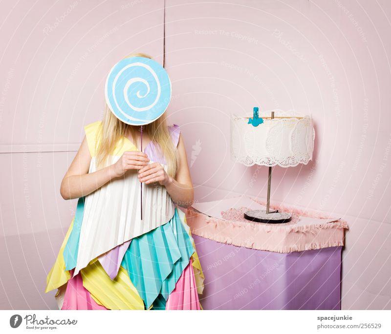 Candyman's Girl (2) Frau Mensch Jugendliche schön Erwachsene feminin Mode lustig rosa Papier stehen einzigartig niedlich 18-30 Jahre verstecken