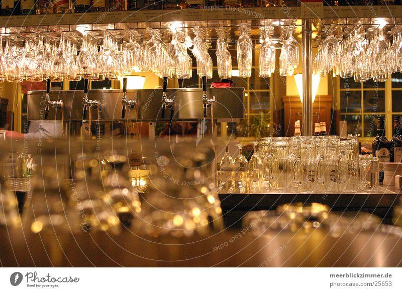 Gläser rücken Glas Bar Gastronomie Restaurant Alkohol Theke Kneipe