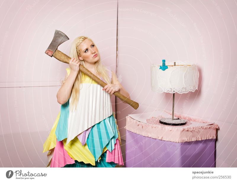 Carrie`s playroom (2) Frau Mensch Jugendliche schön Erwachsene feminin Mode verrückt Papier außergewöhnlich einzigartig beobachten festhalten 18-30 Jahre