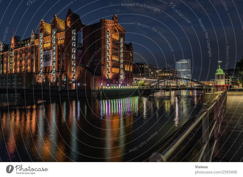 Hafencity Hamburg Museum Nacht dunkel beleuchtet Spiegelung Nachtaufnahme