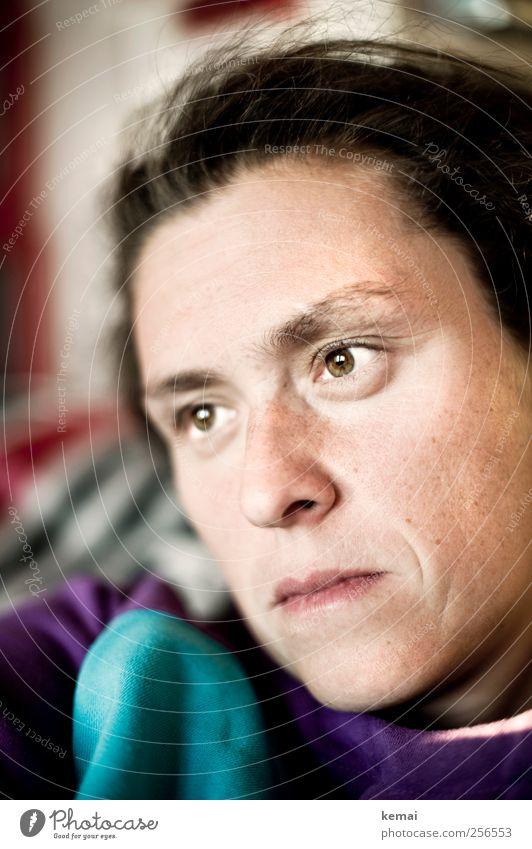 Nummer 8 Lifestyle Gesicht Wohnung Mensch feminin Frau Erwachsene Leben Kopf Auge Nase Mund Lippen 1 30-45 Jahre Blick Gefühle ruhig Traurigkeit Müdigkeit