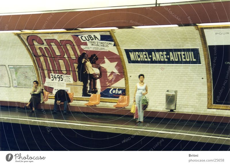 Metrostation Paris Mensch warten Verkehr U-Bahn