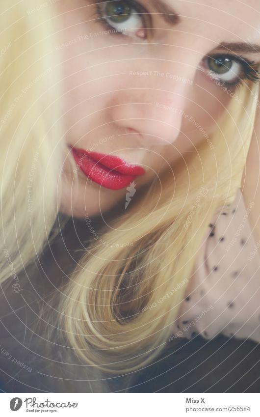 chic chic chick Mensch Jugendliche schön Auge feminin blond Mund Kosmetik Locken Junge Frau Schminke langhaarig Lippenstift Gesicht