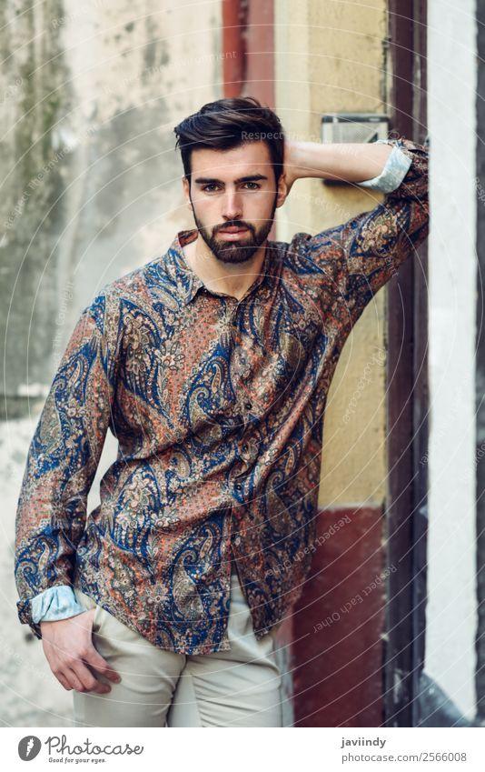 Junger bärtiger Mann im modernen Hemd im Freien Lifestyle Stil schön Haare & Frisuren Mensch maskulin Junger Mann Jugendliche Erwachsene 1 18-30 Jahre Herbst