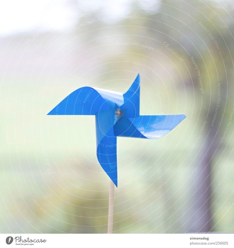 windstill blau ruhig Dekoration & Verzierung kaputt Kunststoff Spielzeug gebrochen Windstille bewegungslos Windrad Objektfotografie Licht wetterfest