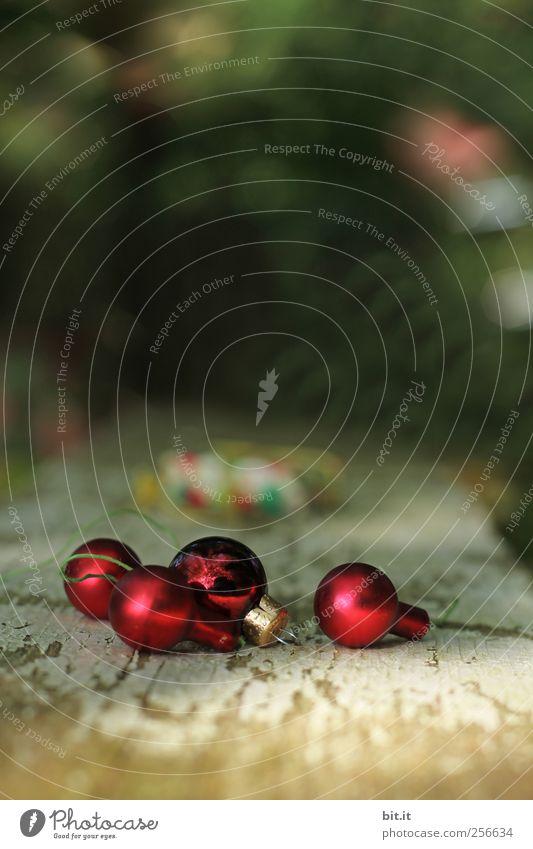 alles im Rahmen... alt Weihnachten & Advent rot Holz klein Feste & Feiern glänzend liegen Häusliches Leben Dekoration & Verzierung Glas Kitsch Tradition