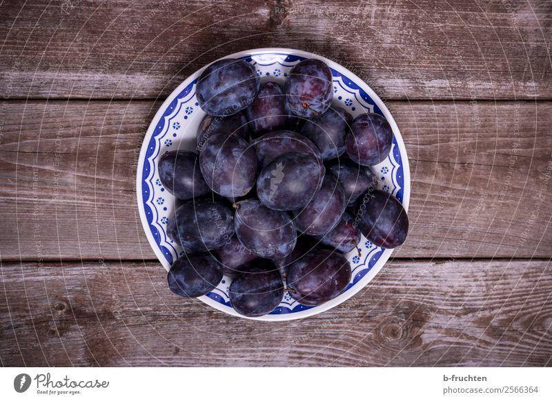Zwetschgen Auf Einem Teller Blau Gesundheit Lebensmittel Garten Frucht  Frisch Tisch Rund Landwirtschaft Ernte Bioprodukte Sammlung