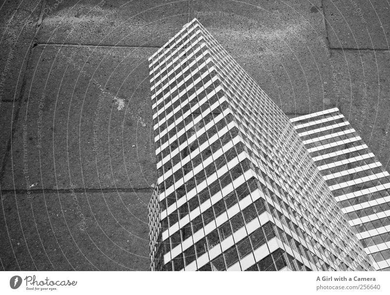 the highs and lows of living in a city Stadt Skyline bevölkert Haus Hochhaus Bauwerk Gebäude Architektur Mauer Wand Fassade Wege & Pfade außergewöhnlich