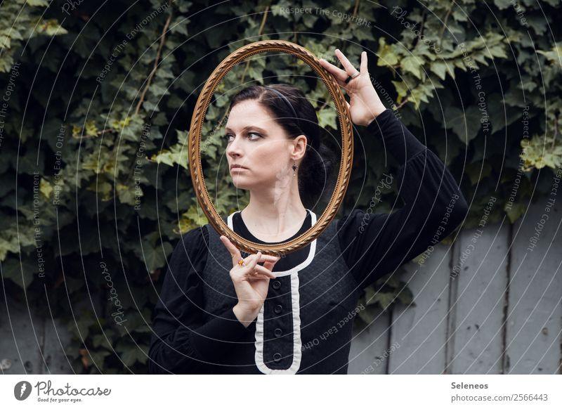 Umrahmt Mensch feminin Frau Erwachsene Kopf Haare & Frisuren Gesicht Hand 1 30-45 Jahre Sommer Pflanze Efeu träumen Erinnerung Rahmen Bilderrahmen antik