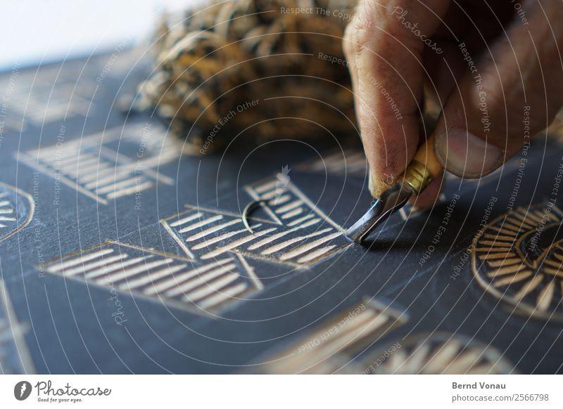 handWerk Mensch Hand schwarz Erwachsene braun Arbeit & Erwerbstätigkeit Freizeit & Hobby maskulin 45-60 Jahre ästhetisch Kreativität Finger Streifen Tradition