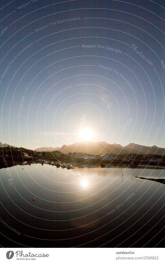 Abendsonne über Kabelvåg Polarmeer Europa Felsen Ferien & Urlaub & Reisen Fjord Hafen Himmel Himmel (Jenseits) Horizont Insel Landschaft Lofoten maritim Meer
