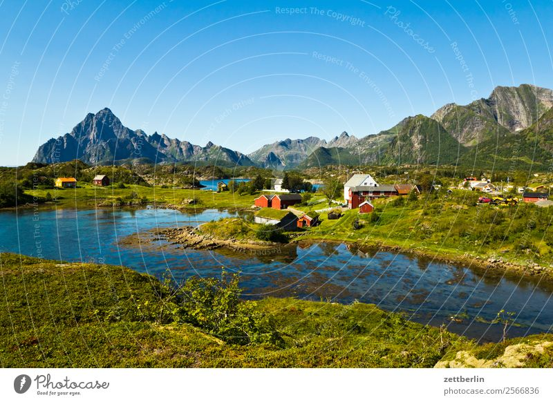 Vågakallen, weiter rechts Polarmeer Europa Dorf Felsen Ferien & Urlaub & Reisen Fjord Himmel Himmel (Jenseits) Horizont Insel Landschaft maritim Meer Natur