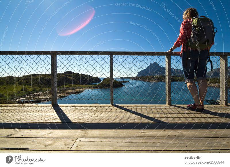 Tina in Storvågan Frau Himmel Natur Ferien & Urlaub & Reisen Himmel (Jenseits) Wasser Landschaft Meer Wolken Reisefotografie Textfreiraum Felsen wandern