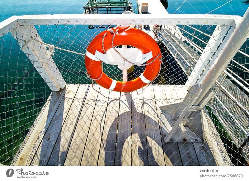 Rettungsring Schiffsunglück Flüchtlinge Notruf Problemlösung Sicherheit Strandposten Rettungsschwimmer Ferien & Urlaub & Reisen Hafen maritim Meer Natur