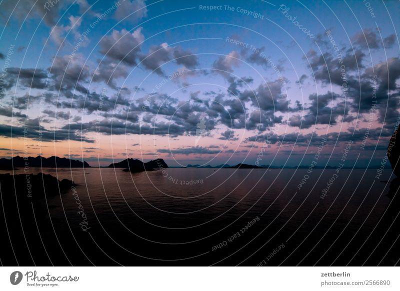 Abendhimmel auf Lofoten Himmel Natur Ferien & Urlaub & Reisen Himmel (Jenseits) Farbe Wasser Landschaft Meer Wolken Reisefotografie Textfreiraum Felsen Stimmung