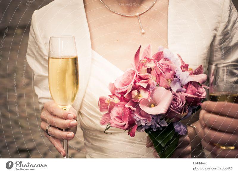 Hochzeit, Sekt und Blumen trinken Prosecco Champagner Glas Sektglas Lifestyle elegant Freude Feste & Feiern Mensch feminin Frau Erwachsene Paar Partner 1 Kleid