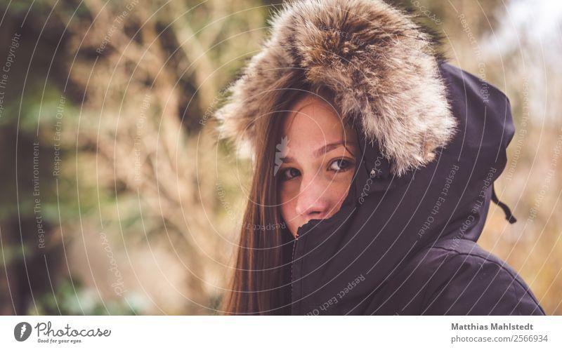 Vermummt Mensch feminin Junge Frau Jugendliche Erwachsene 1 18-30 Jahre Blick Freundlichkeit schön einzigartig braun Geborgenheit Warmherzigkeit Sympathie