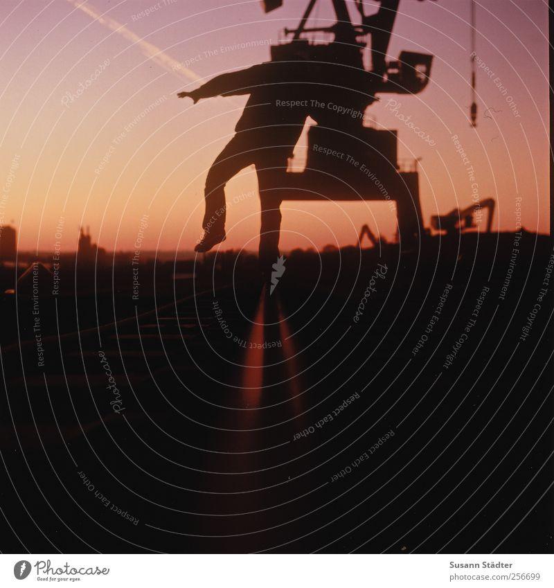 ever could. Mensch Mann Erwachsene Wege & Pfade laufen maskulin Romantik Hafen Gleise Schifffahrt Gleichgewicht Kran Container Wolkenloser Himmel Hafenkran