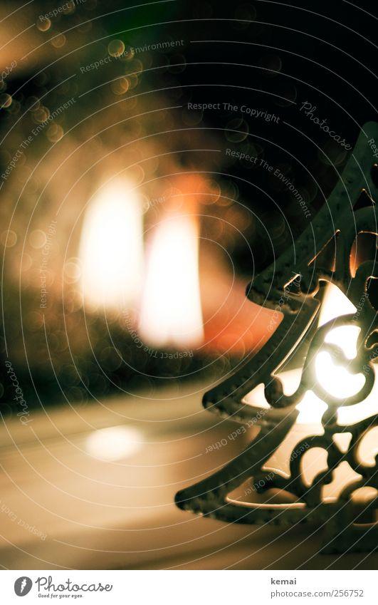Tannenbaumlicht Weihnachten & Advent Fenster Gefühle Wärme Stimmung hell Regen Feste & Feiern leuchten Kerze Warmherzigkeit Weihnachtsbaum brennen gemütlich Flamme Geborgenheit